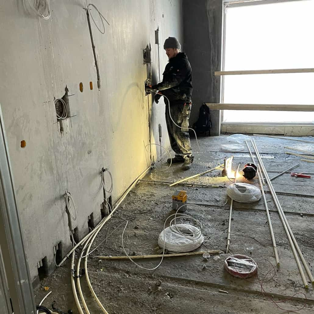 Elektriker renoverer hus